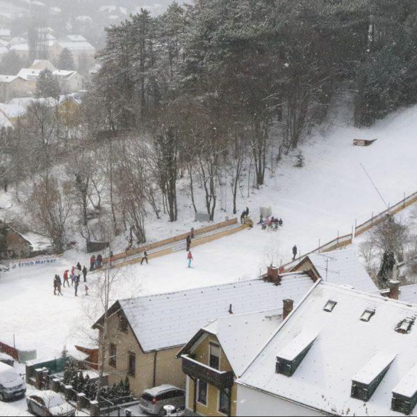 Zoom auf die Schiwiese Markt Piesting im Winter 2016