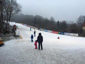 Schifahren und Rodeln auch bei Raureif und wenig Schnee möglich!